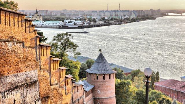 Река Волга у стен крепости