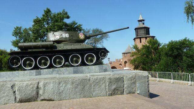 Танк-34 в Кремле Нижнего Новгорода