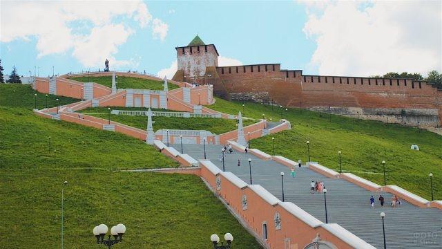 Вид на Чкаловскую лестницу