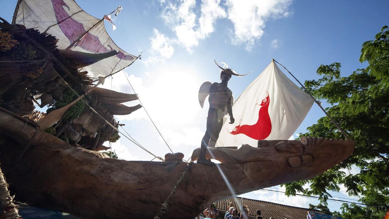 Аутентичная лодка рапануйских индейцев на фестивале Тапати
