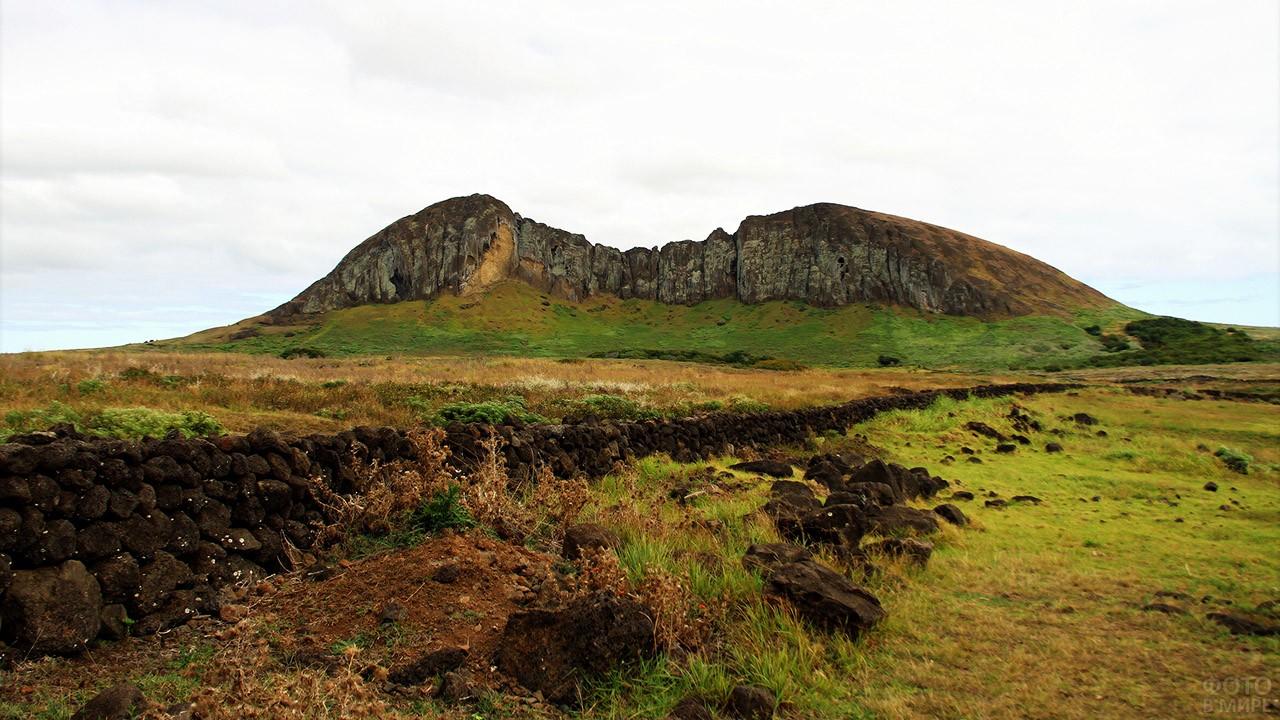Гора Теревака - самая высокая точка острова Пасхи