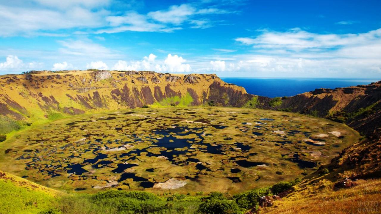 Озёра в кратере потухшего вулкана Рано-Кау