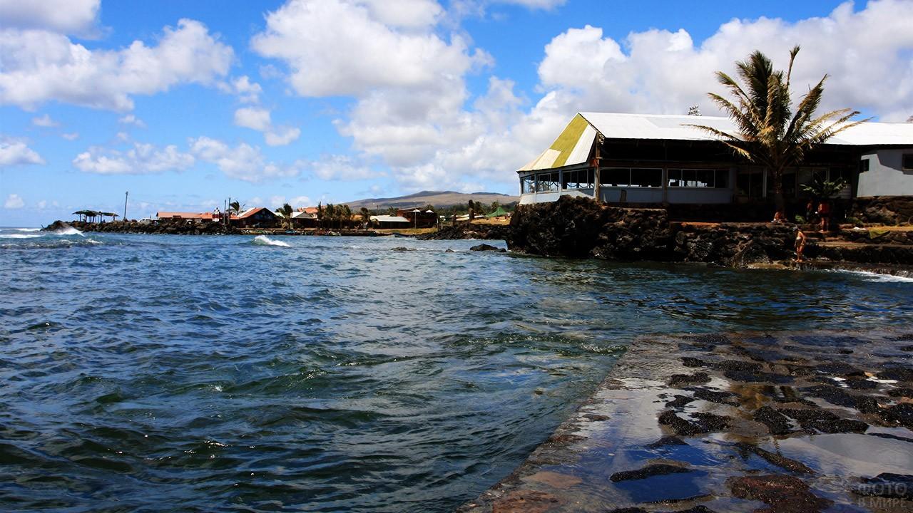 Прибой Тихого океана в Ханга-Роа