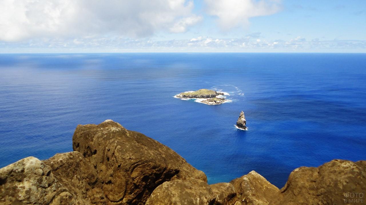 Вид на ритуальный остров Моту-Нуи