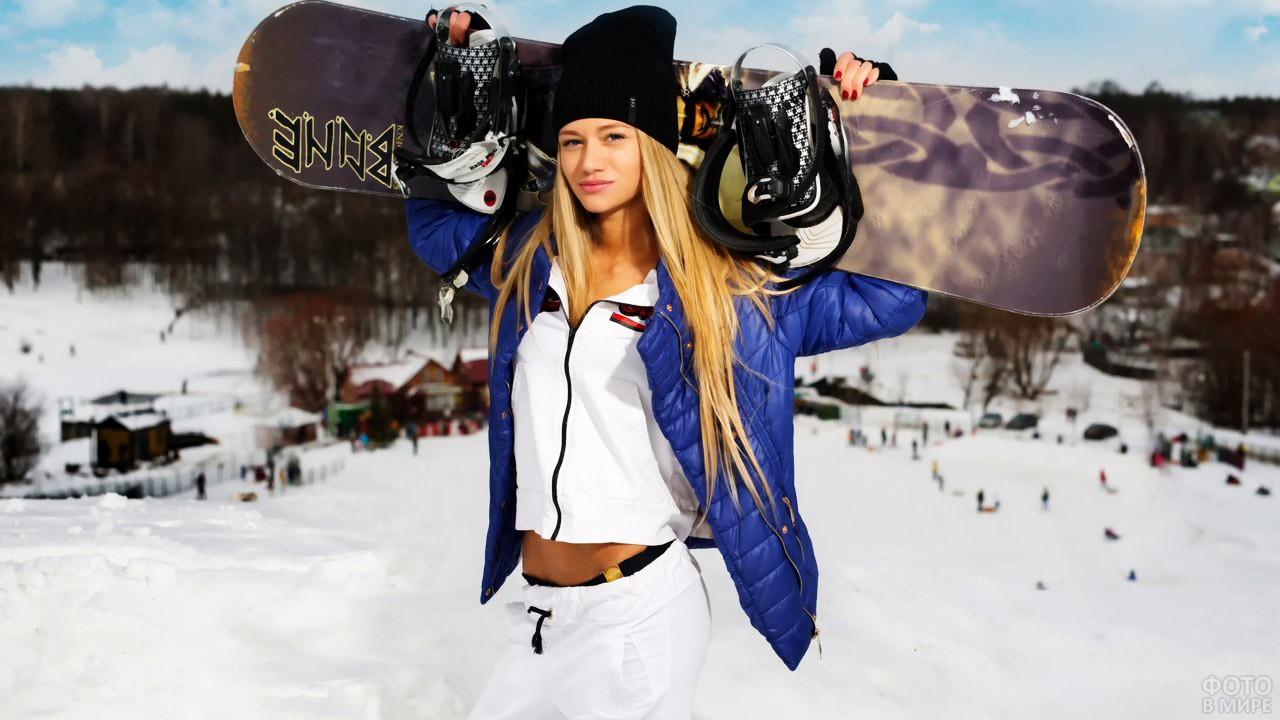 Крутая блондинка со сноубордом