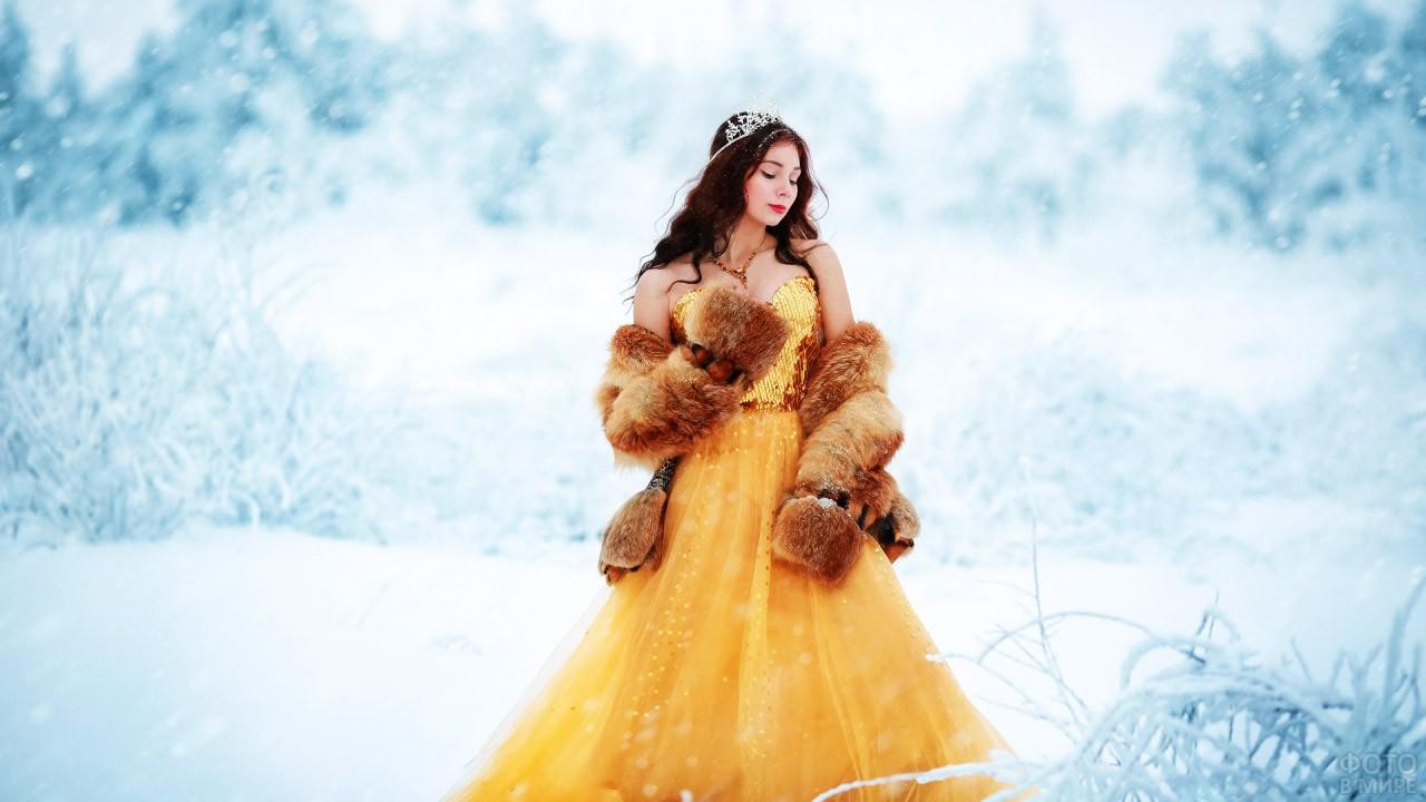 Сказочная принцесса в зимнем лесу