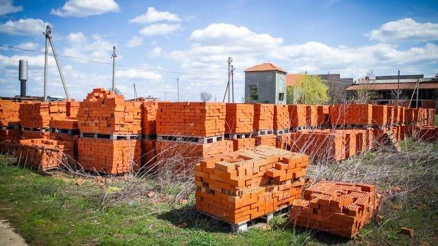 Двор кирпичного завода в Дагестане