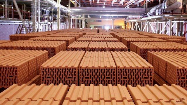 Заводской склад кирпича