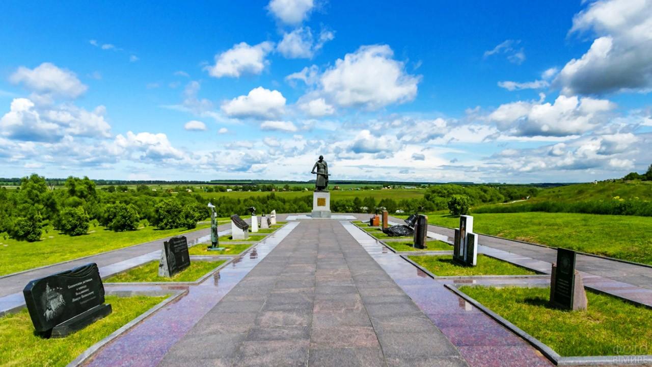 Памятник Дмитрию Донскому на Аллея Памяти и Единства