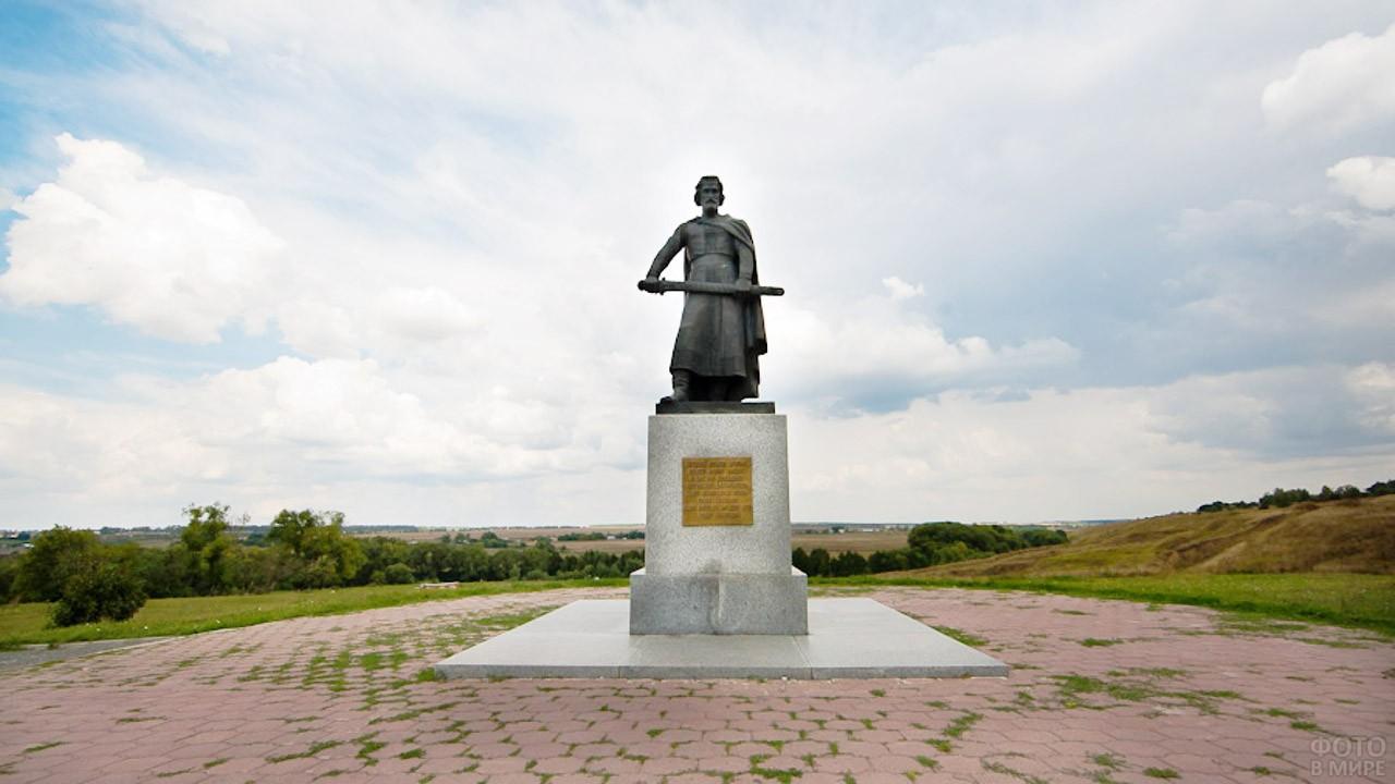 Памятник князю Дмитрию Иоанновичу