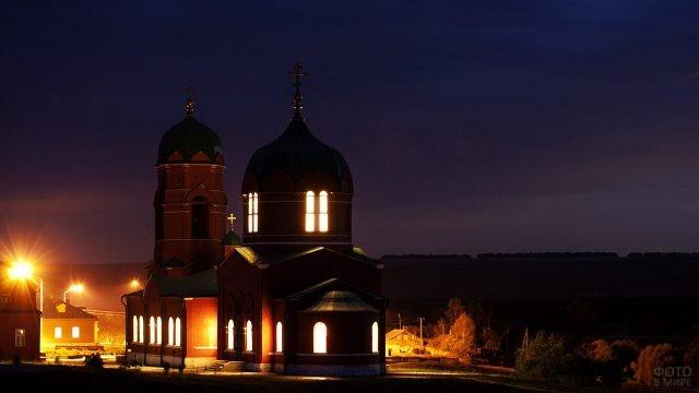 Вечерние огни храма Рождества Богородицы