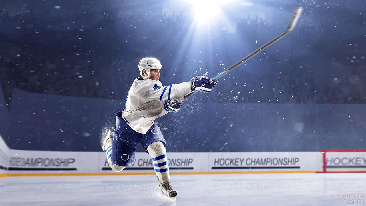 Хоккеист в динамичной позе
