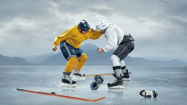 Хоккеисты схватились в рукопашном бою