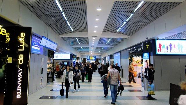 Бутики в зоне вылета международных рейсов
