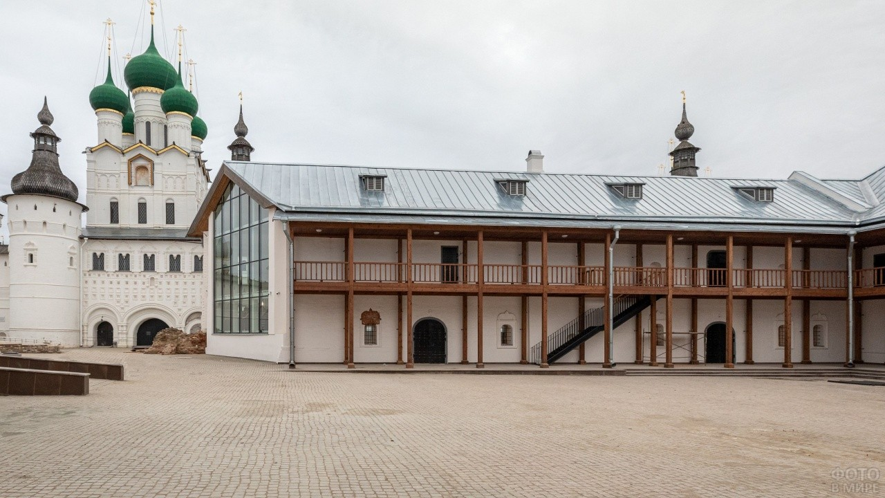 Конюшенный двор Ростова