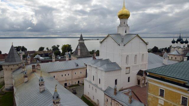 Вид сверху на Ростовский Кремль