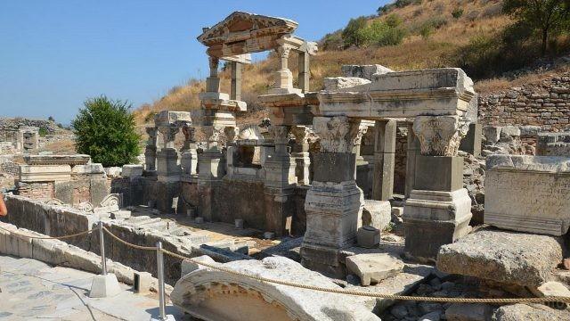 Достопримечательность в древнем Эфесе
