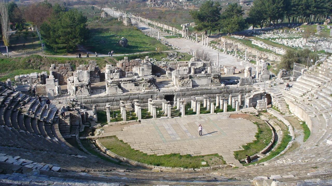 Вид на Мраморный проспект с амфитеатра