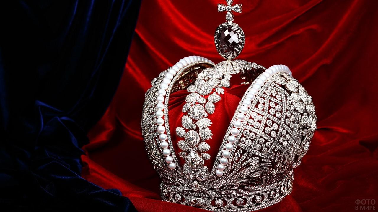 Большая Императорская корона на бархате