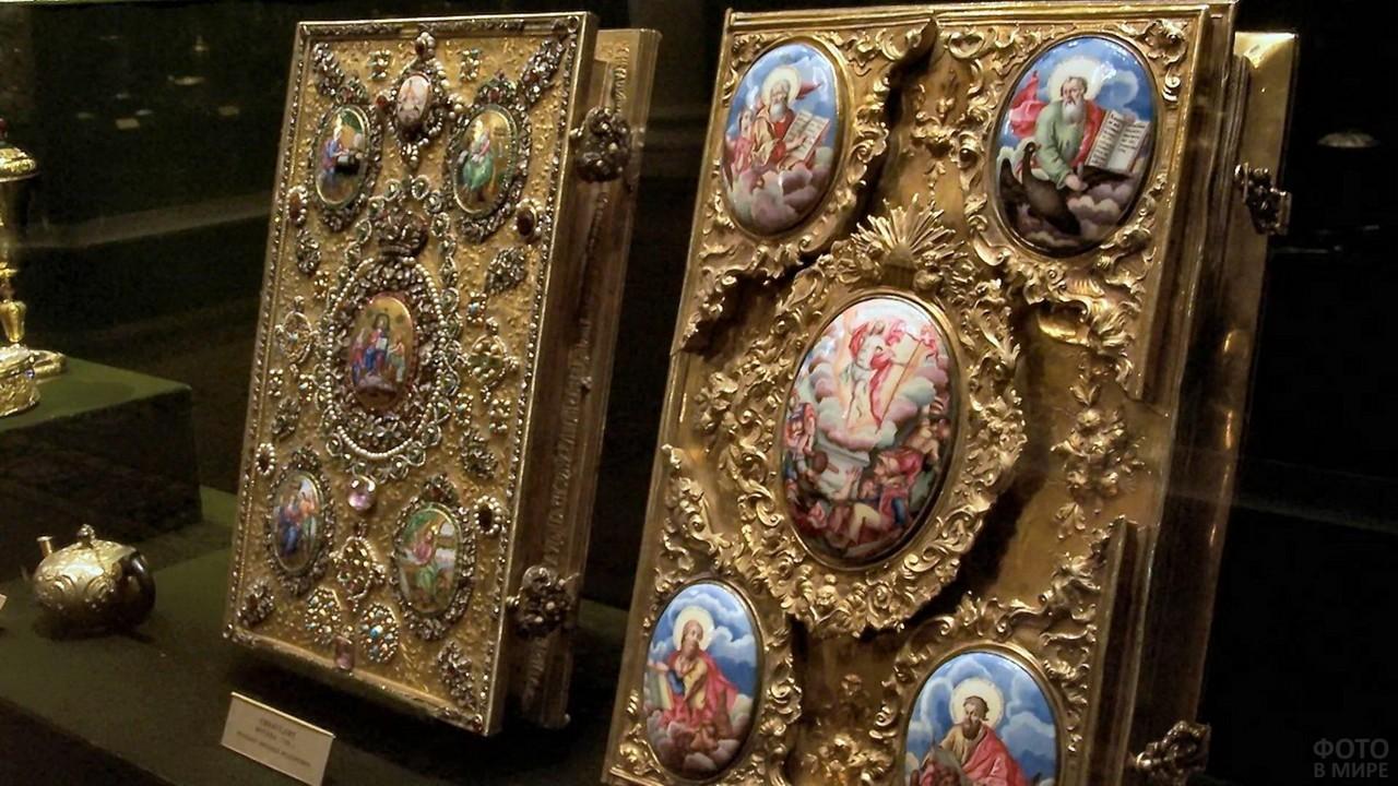 Оформление книг золотом и гравюрами
