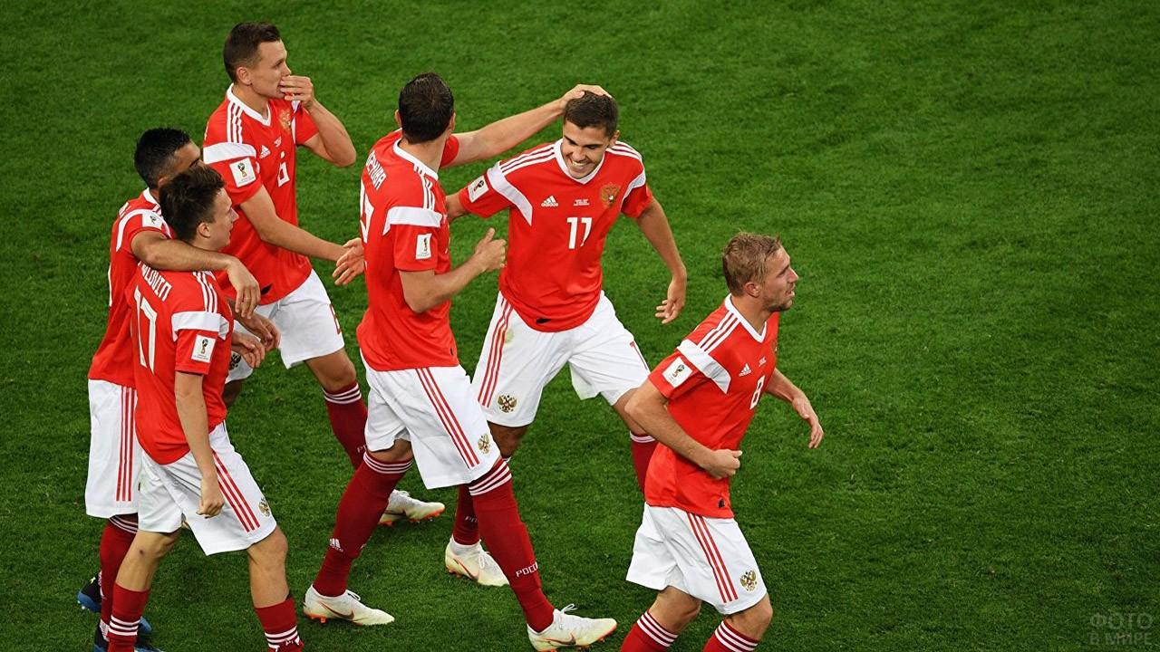 Счастливые игроки после победы