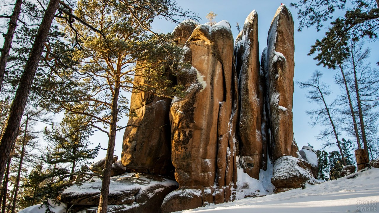 Знаменитые сиенитовые скалы Красноярского края