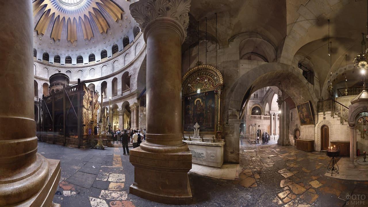 Колонны в храме Гроба Господнем