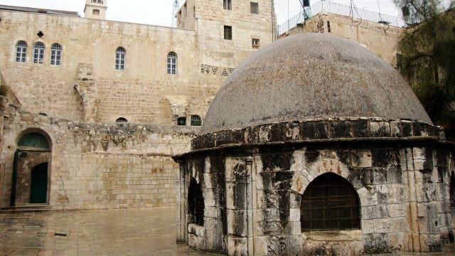 Купол эфиопского монастыря на крыше Храма