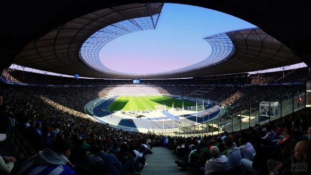 Панорама стадиона с верхней трибуны