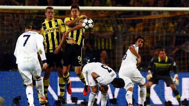 Роналду пробивает штрафной
