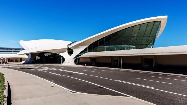 Пассажирский терминал аэропорта имени Кеннеди в Нью-Йорке