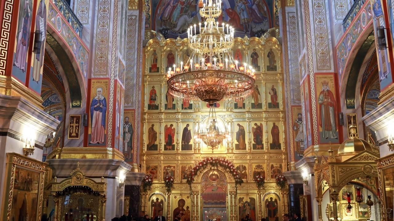 Иконостас в Новодевичьем монастыре