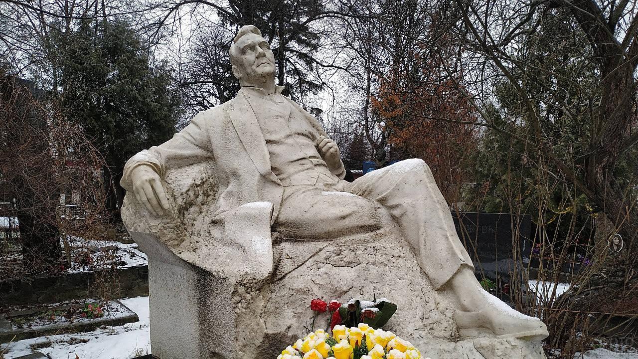 Памятник на могиле Шаляпина