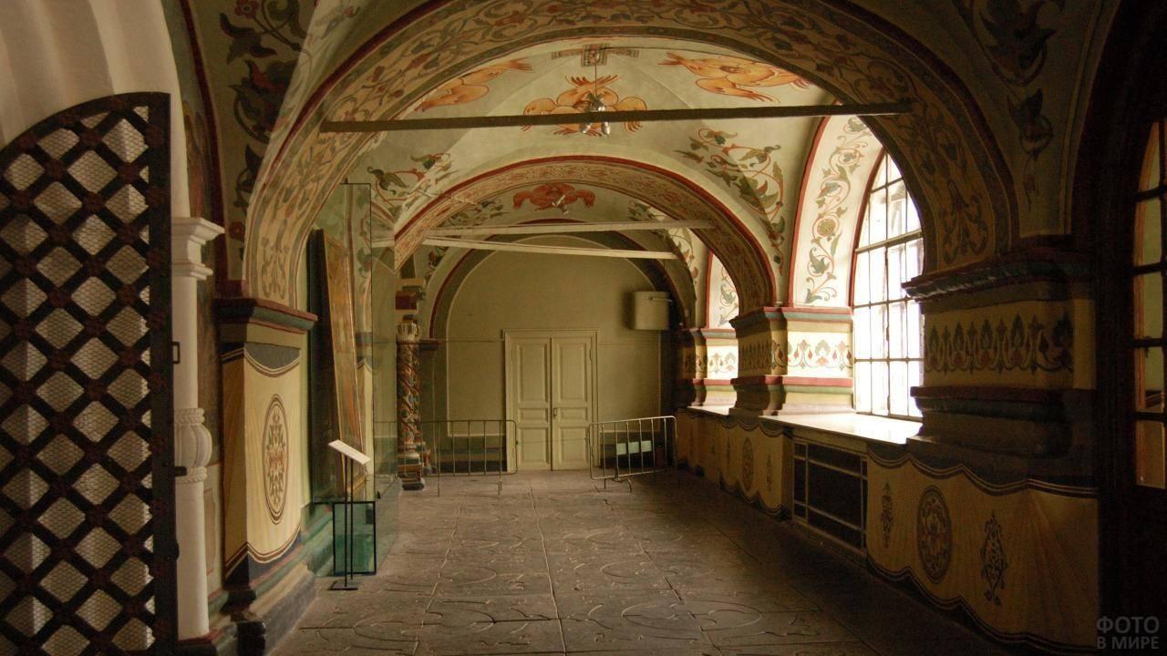 Внутреннее помещение монастыря