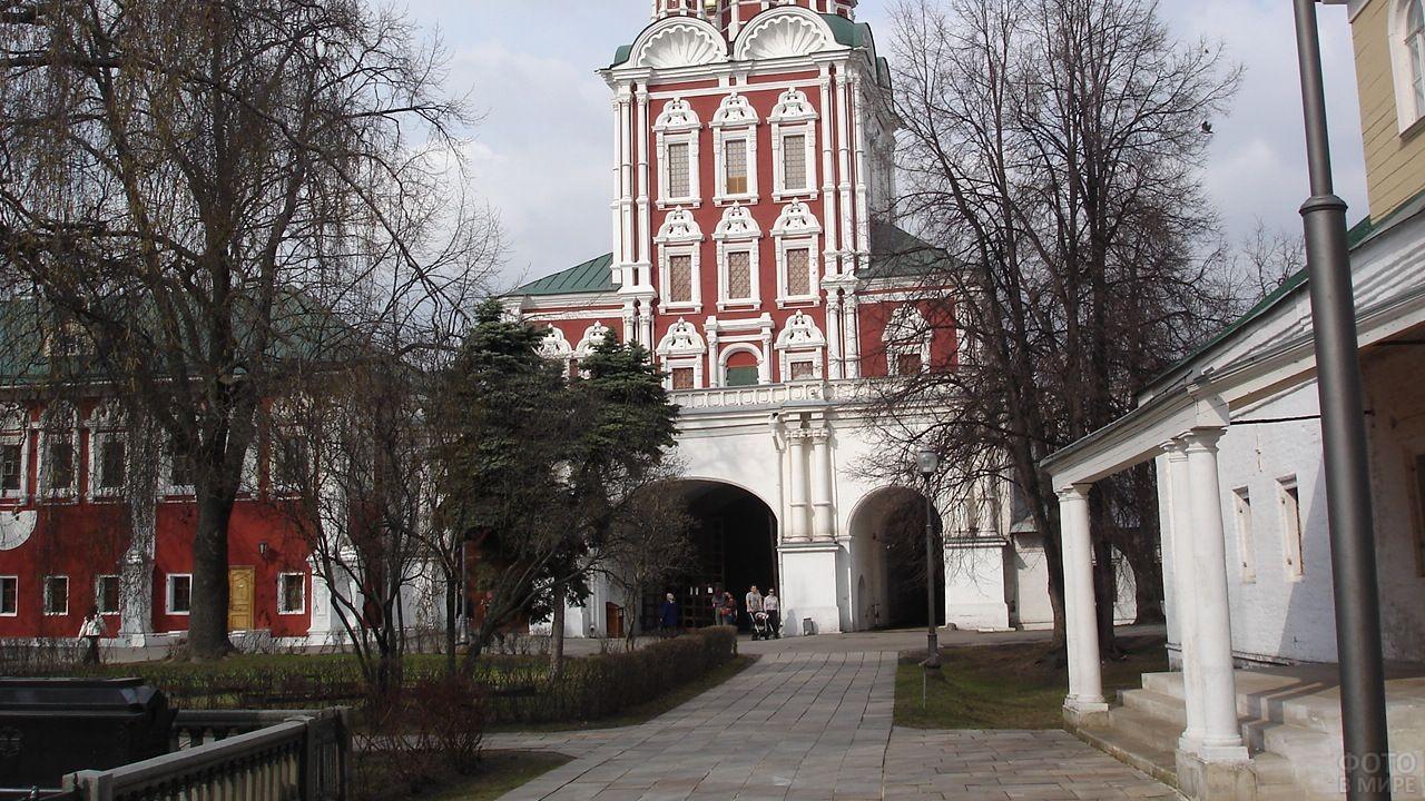 Внутренний двор Новодевичьего монастыря