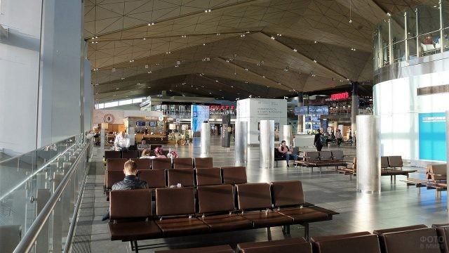 Кресла в зале ожидания международного терминала