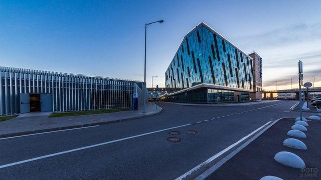 Паркинг и бизнес-центр в ансамбле аэропорта Пулково