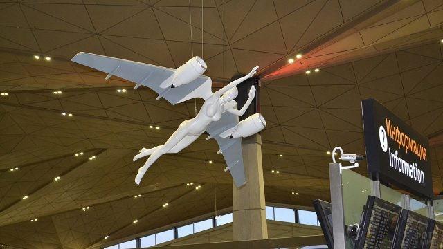 Скульптура Летящий Ангел в новом терминале