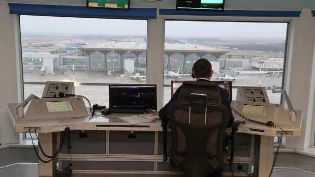 Вид из КДП на новый терминал