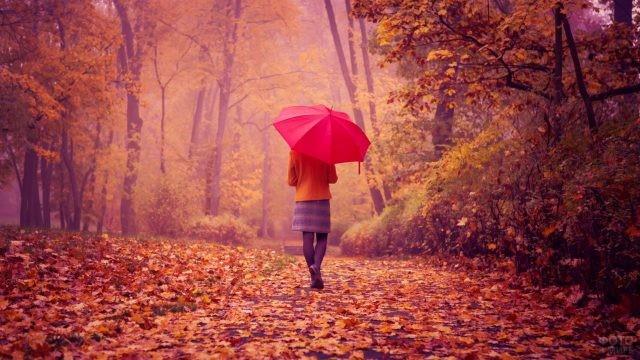 Барышня под красным зонтиком в осенней аллее