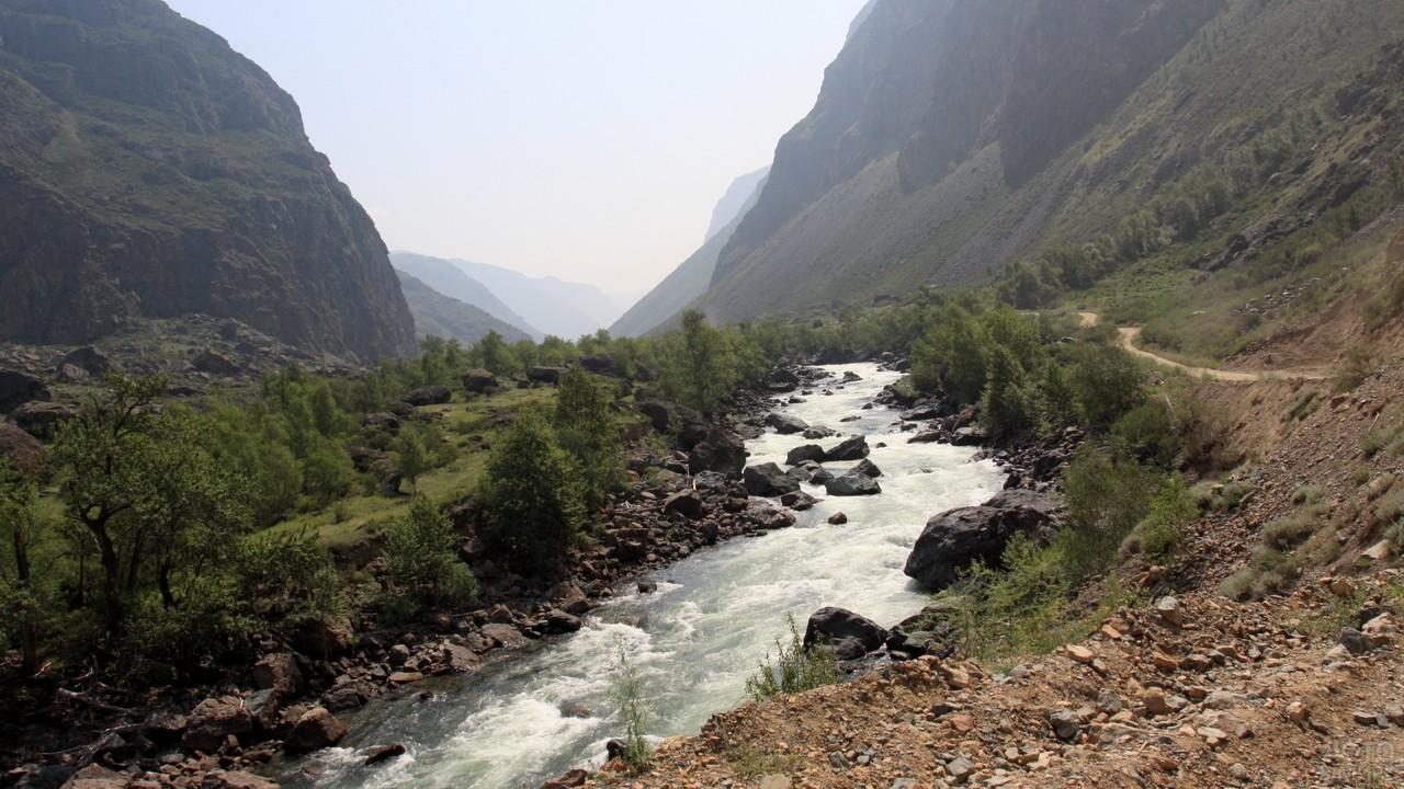 Бурный поток реки Чулышман