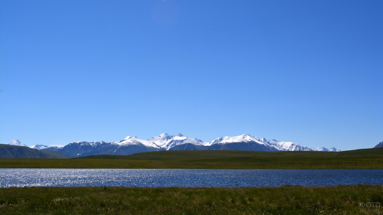 Озеро Укок и горы