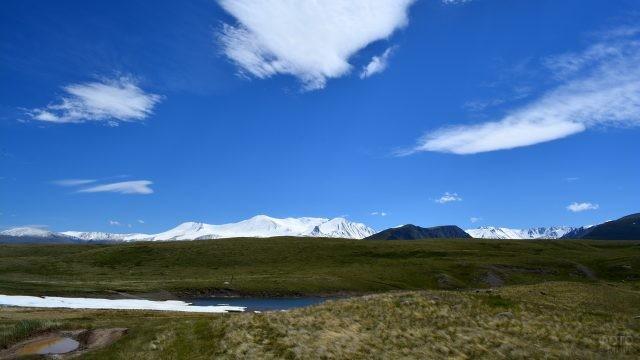 Плато Укок и заснеженные горы