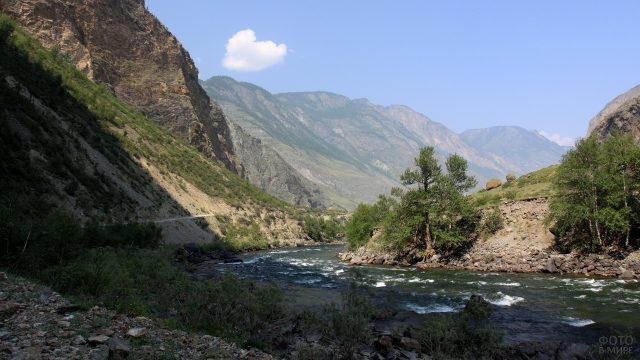 Река Чулышман среди гор