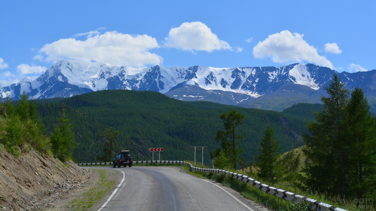 Вид с чуйского тракта на горы